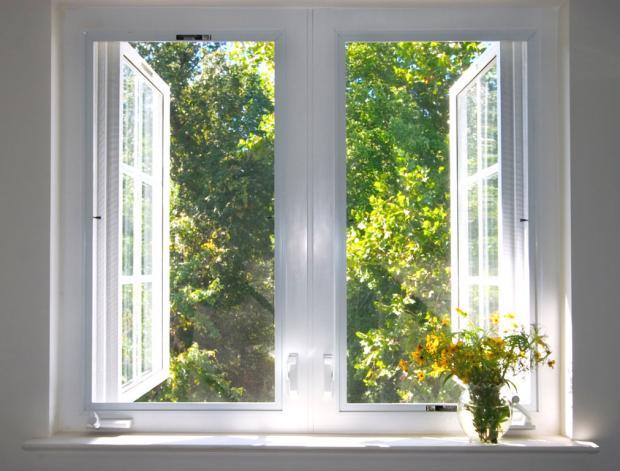 Obscure Glass Windows Opens Out : Fenster öffnen und farbe trocknen lassen bild